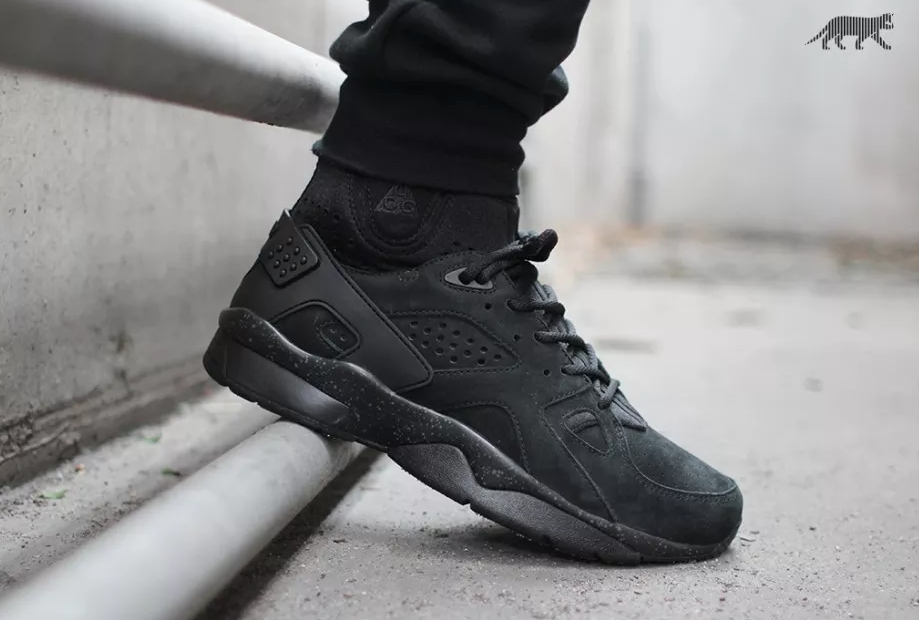 nike-air-mowabb-blackout-1