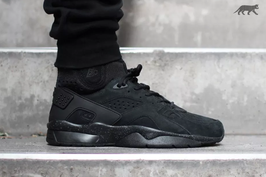 nike-air-mowabb-blackout