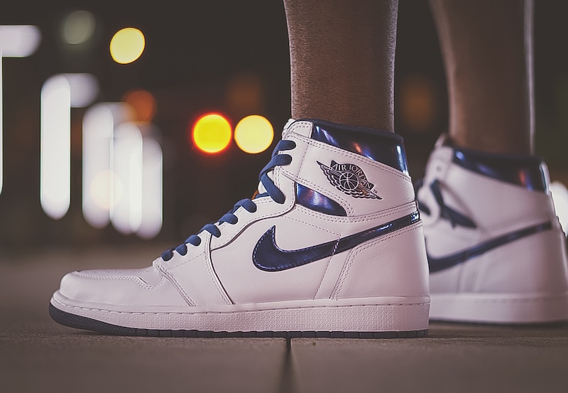 air-jordan-1-metallic-navy-on-foot-3
