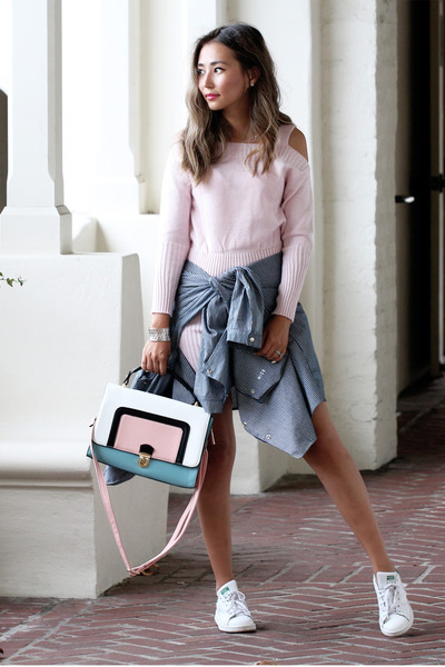 bubble-gum-lookbook-dress-navy-express-jacket-white-stan-smith-sneakers_400
