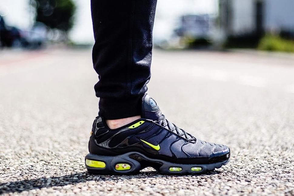 Nike-Air-Max-Plus-Dark-Grey-Volt-Black