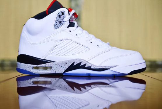 "8月5日発売★NIKE Air Jordan 5 ""White Cement""  White/University Red-Black-Metallic Silver 136027-104  【ナイキ エアジョーダン 5】"