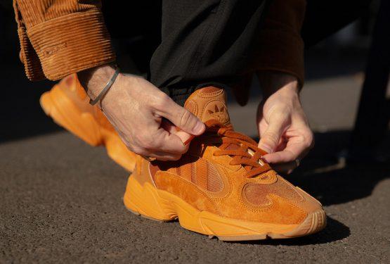 10月20日発売★ size? x adidas Yung-1  £110